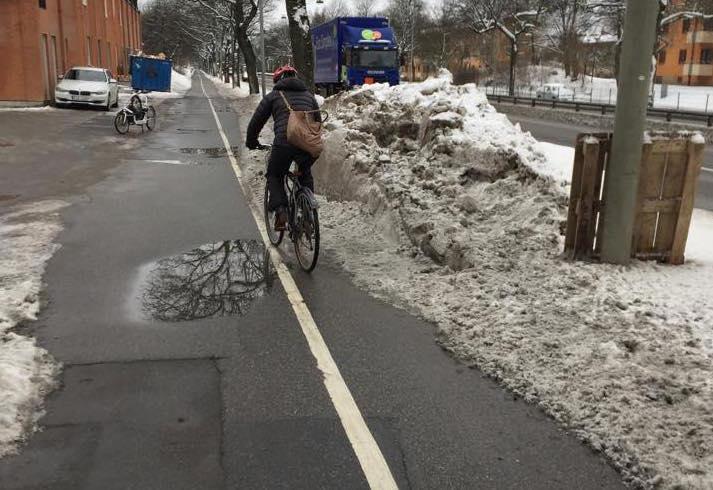 snöhög över hela cykelstråk crop